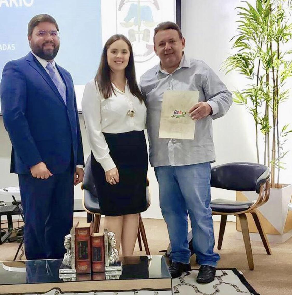 Carlos com Glauber Alves e Bárbara Paloma: trinca danada de boa